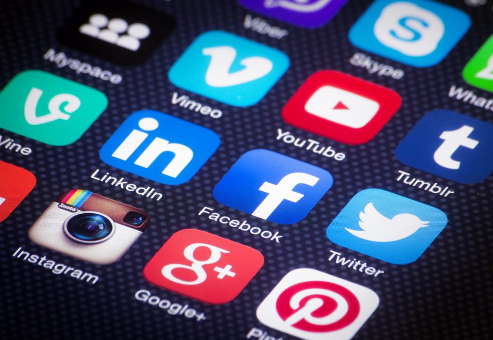 10Yetis - Weekly Dose of Social - Peeple, Facebook down and updates