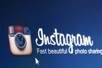 10 Yetis - Social Media Round-Up blog - Twitter updates, Instagram vs Snapchat, Instagram ads & Tinder swipes right for Spotify